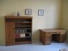 Skrivbord och bokhylla
